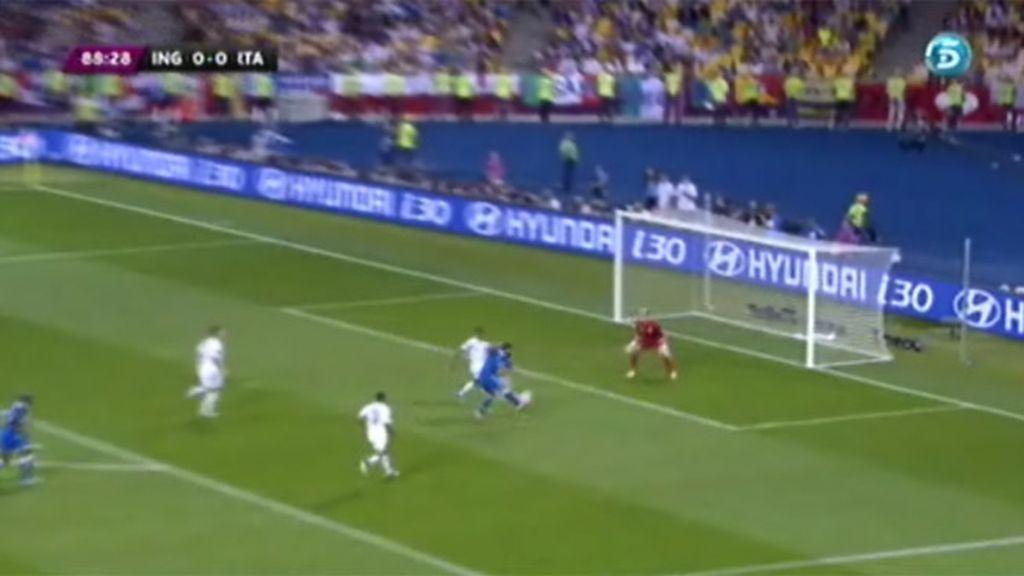 Johnson salva a Inglaterra de la derrota