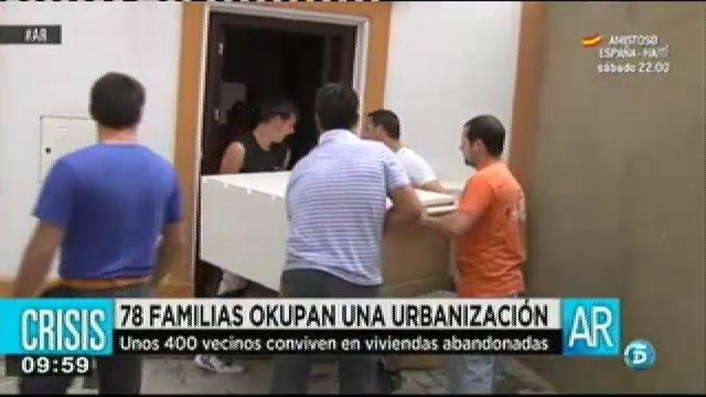 Ochenta familias de Huelva okupan una urbanización en Huelva