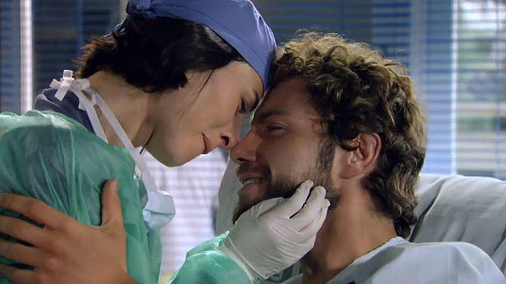 Álex está curado y hace una proposición para Raquel…