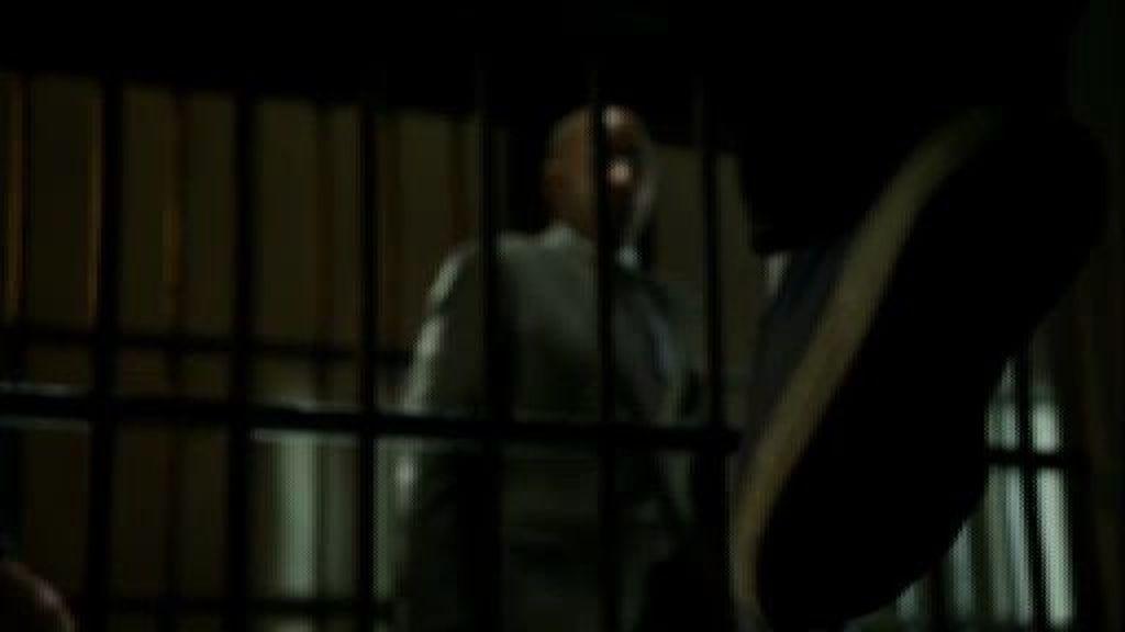 Lee, ahorcado en prisión