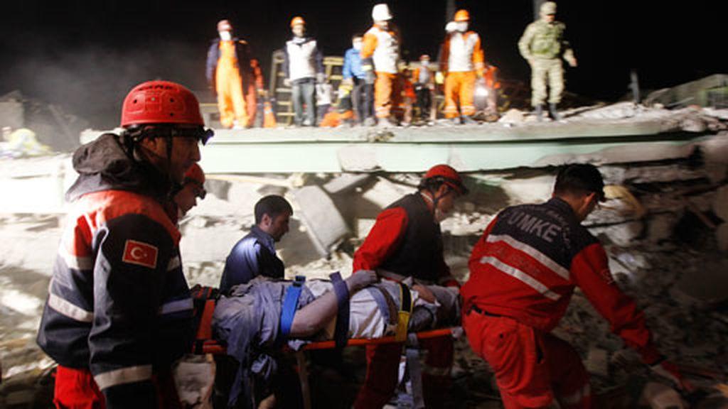 Rescates desesperados en Turquía