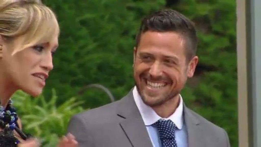 Pascual le pide permiso al padre de Corina para convertirse en el príncipe de su hija