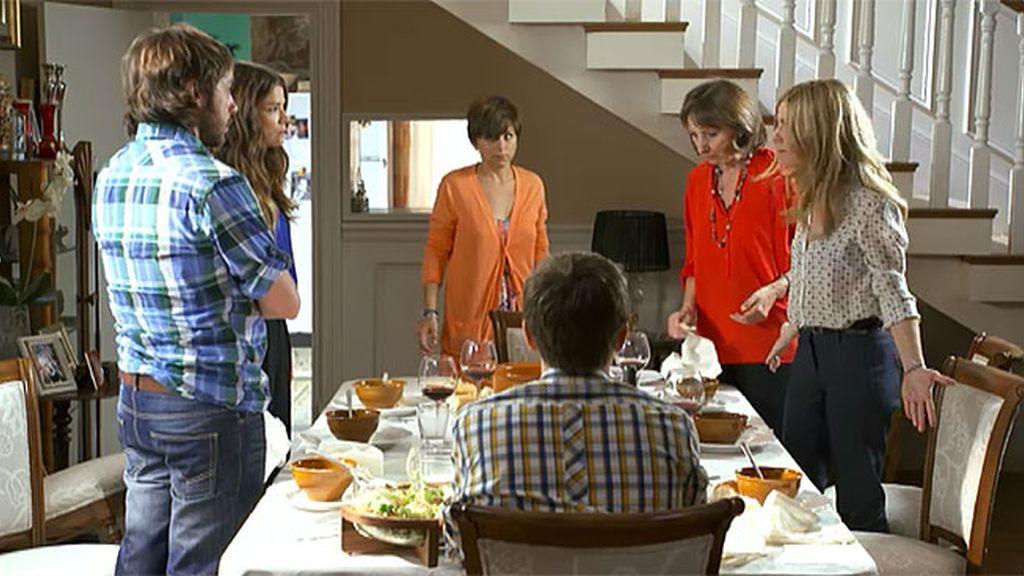 Carlota descubre la mentira de Natalia
