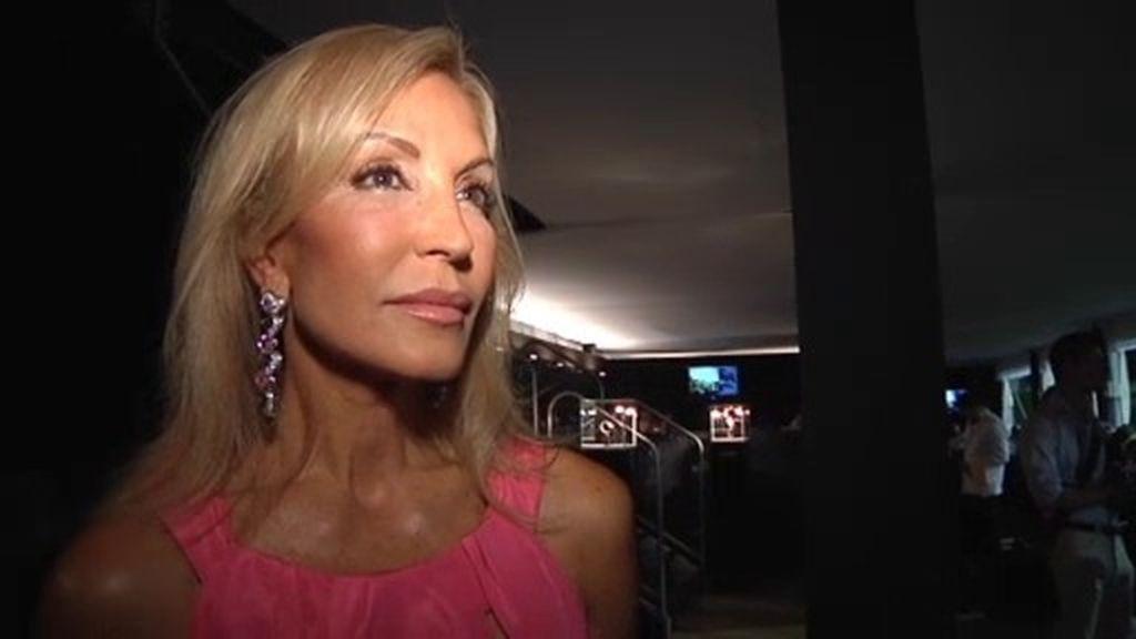 Carmen Lomana atiende a Callejeros