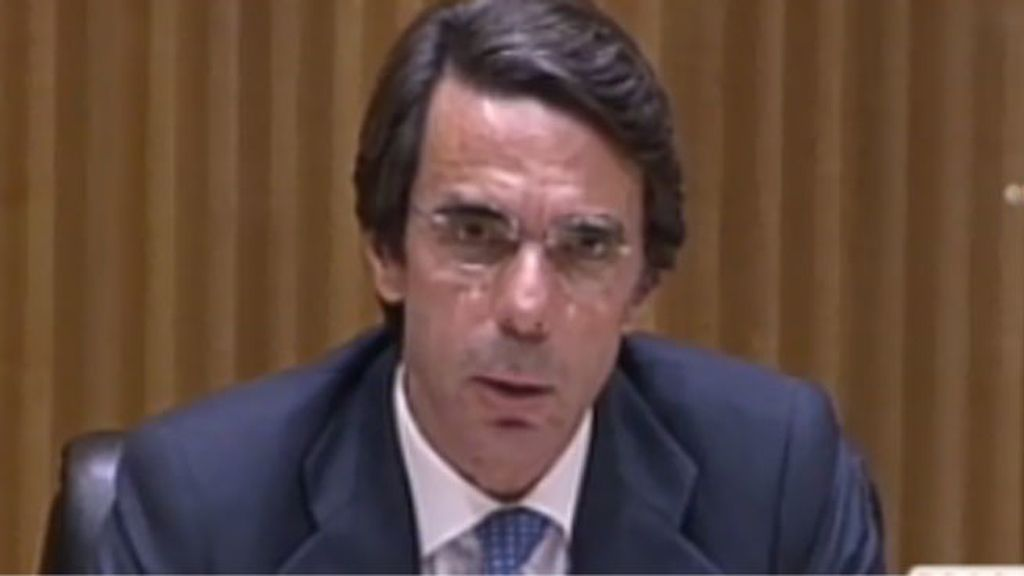 Aznar, poco respaldado en la presentación del libro de FAES en el Congreso