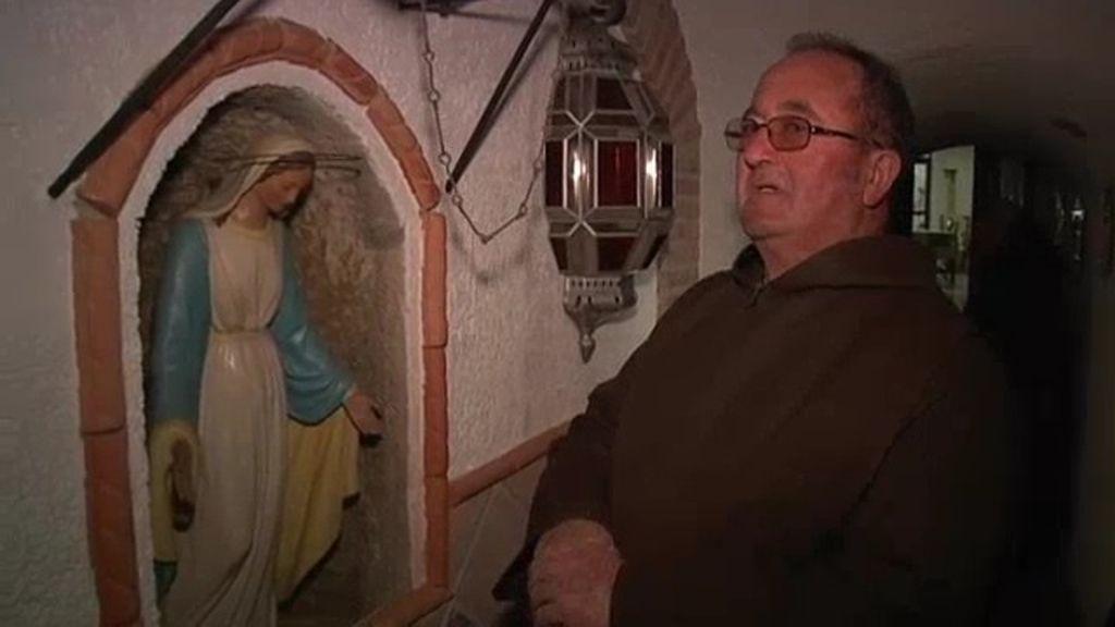 Curas con el convento bajo tierra