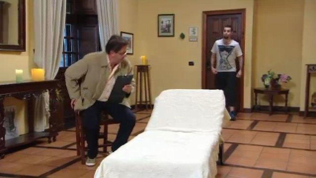 Los nerds se someten a una falsa sesión de psicoanálisis con el padre de Corina