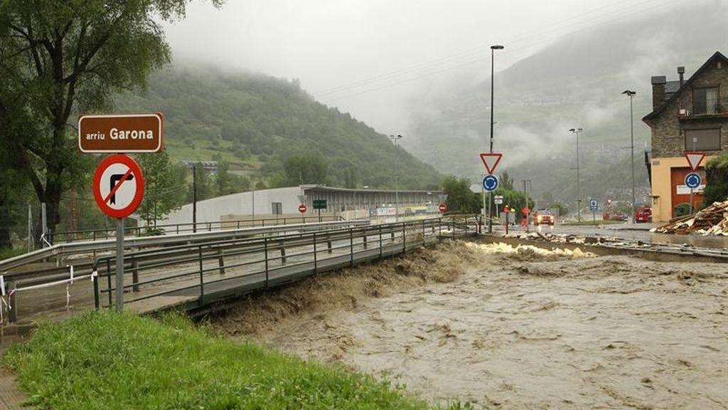Cientos evacuados por las inundaciones en Lleida y Huesca