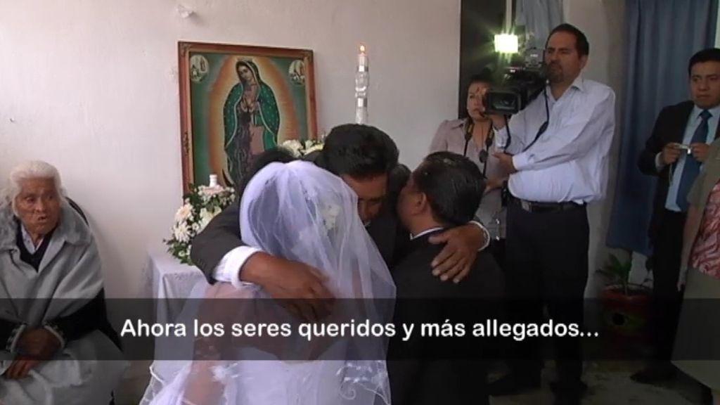 La familia bendice a la pareja