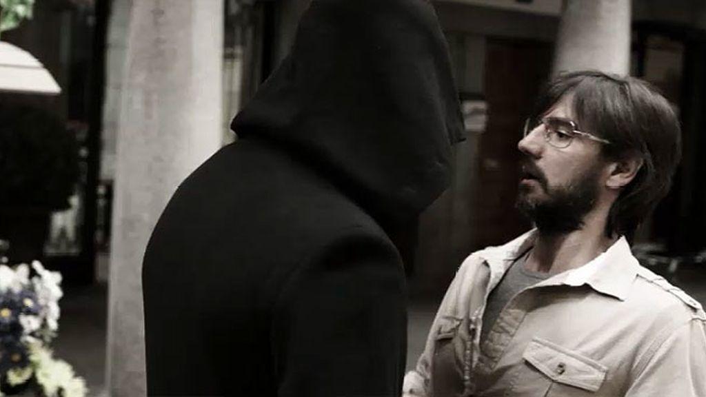 El hombre sin rostro y Gabriel, frente a frente