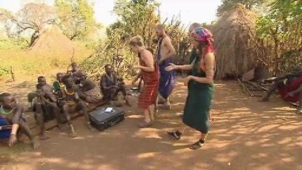 Los Navarro juegan a las palas con la tribu