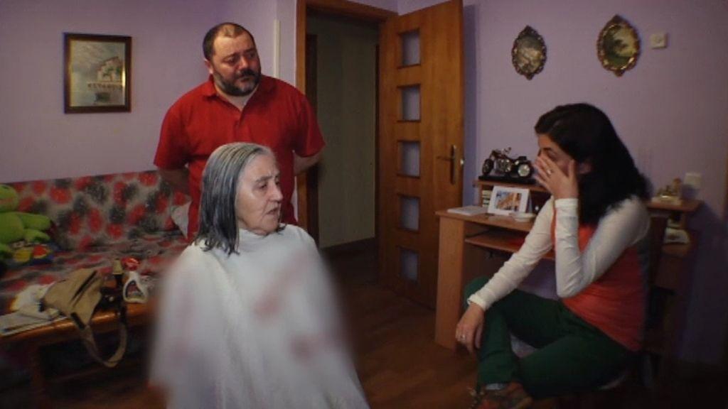 Samanta Villar no puede contener las lágrimas ante el drama del desahucio