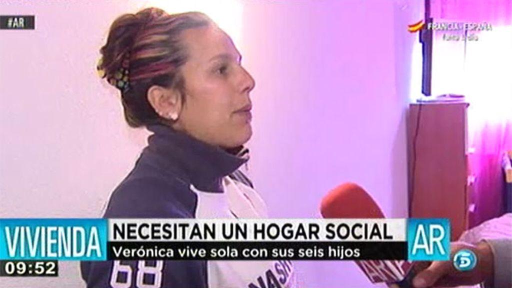 Verónica, después de 9 años solicitando una vivienda social, ha okupado una casa