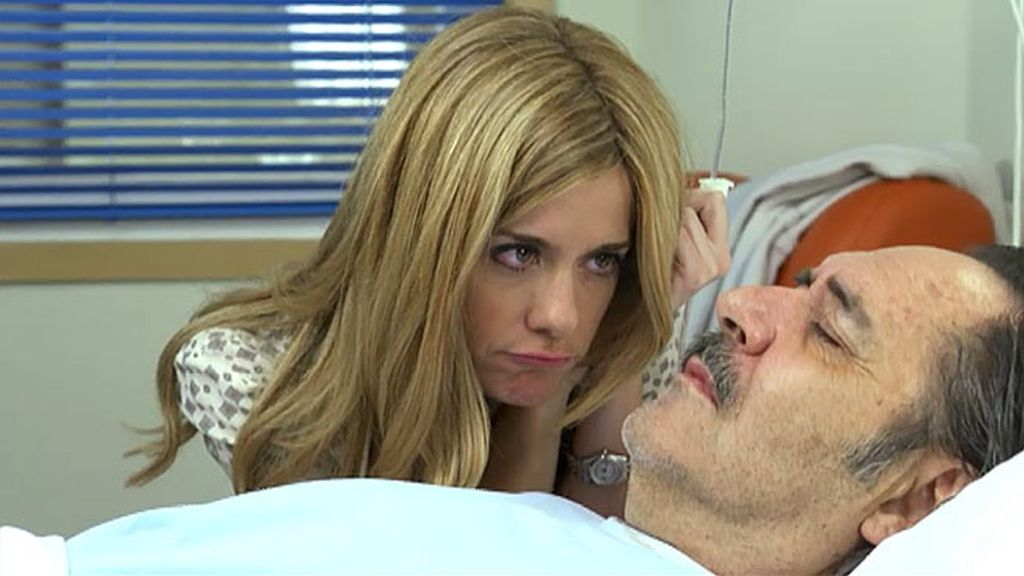 Carlota aprovecha la anestesia...