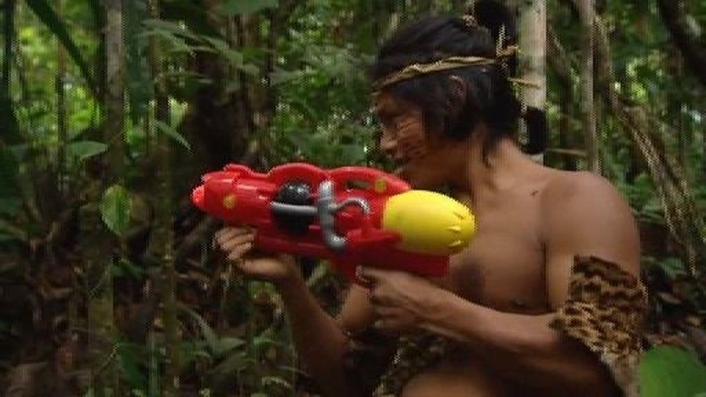 Guerra de pistolas de agua en el Amazonas