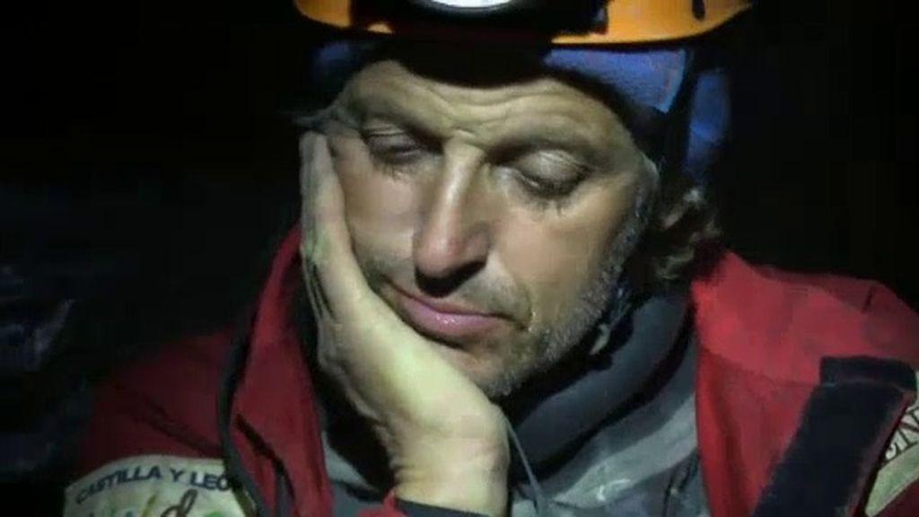La lluvia obliga a abandonar la expedición a más de 1600 metros de profundidad