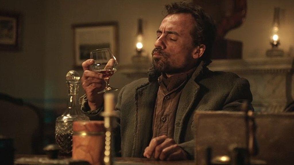 Lobo contrata a un sicario para que termine con la vida de Hugo Bravo