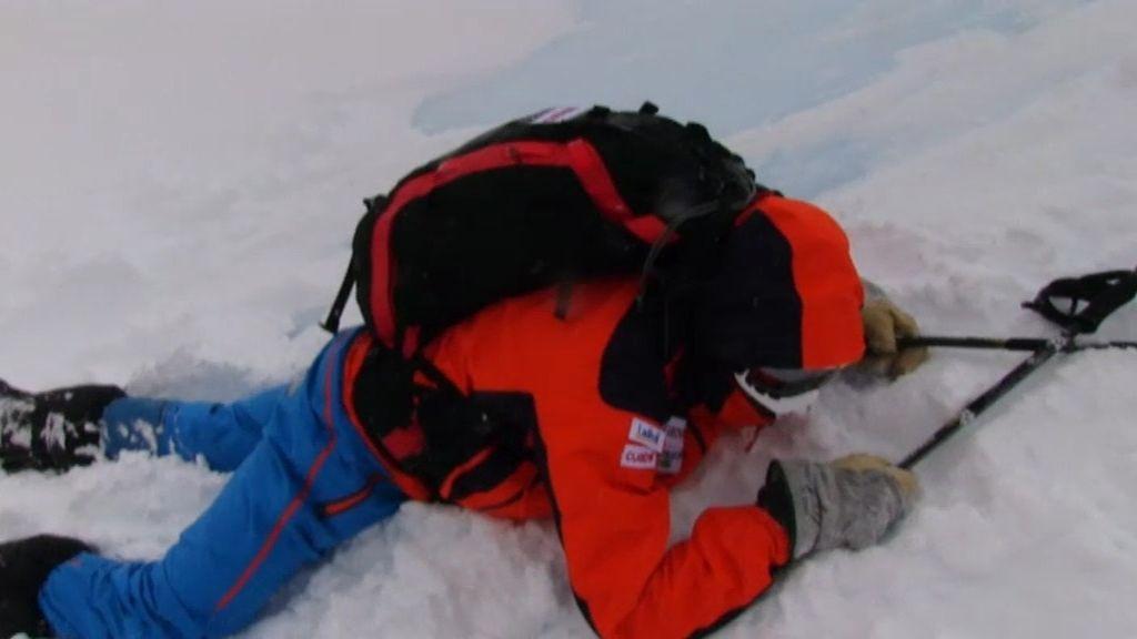Calleja, al suelo: resbala con el hielo azul
