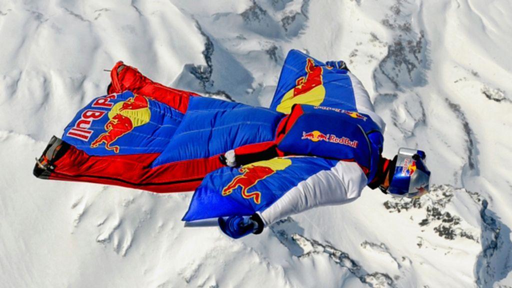Valery Rozov bate el récord de salto BASE desde el Everest