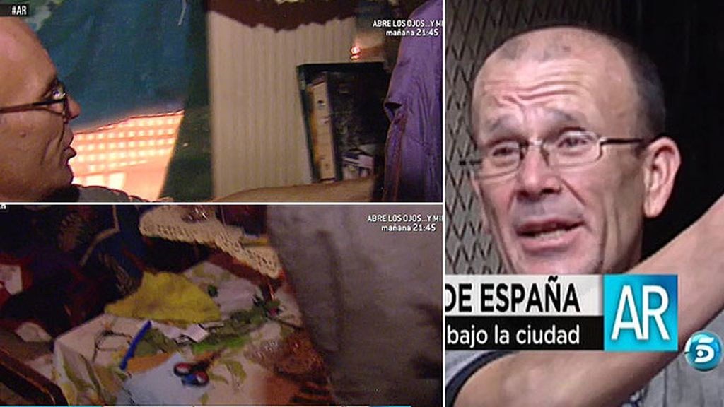 Juan Manuel vive en el pasadizo que cruza Plaza de España