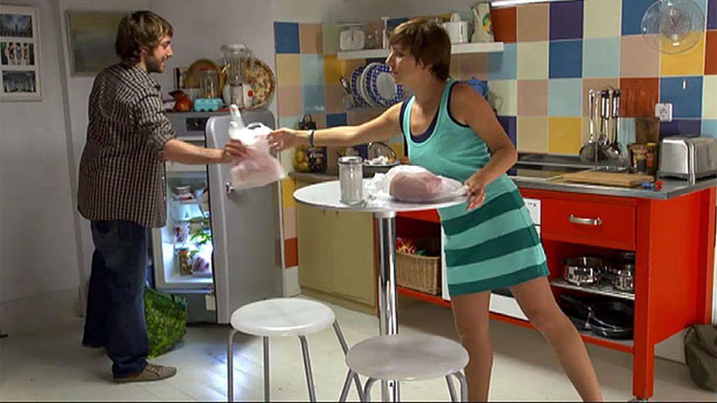 Natalia cuenta a Daniel que fue Carlota quien se acostó con Diego, no ella