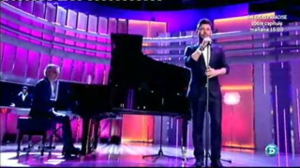 Miguel Poveda interpreta una versión de 'Y sin embargo, te quiero'