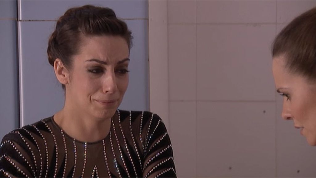 Lena confiesa a su hermana que el choque que le apartó de la gimnasia fue intencionado