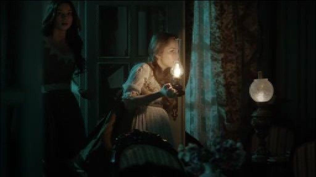 Las chicas entierran a Félix con un pacto de sangre