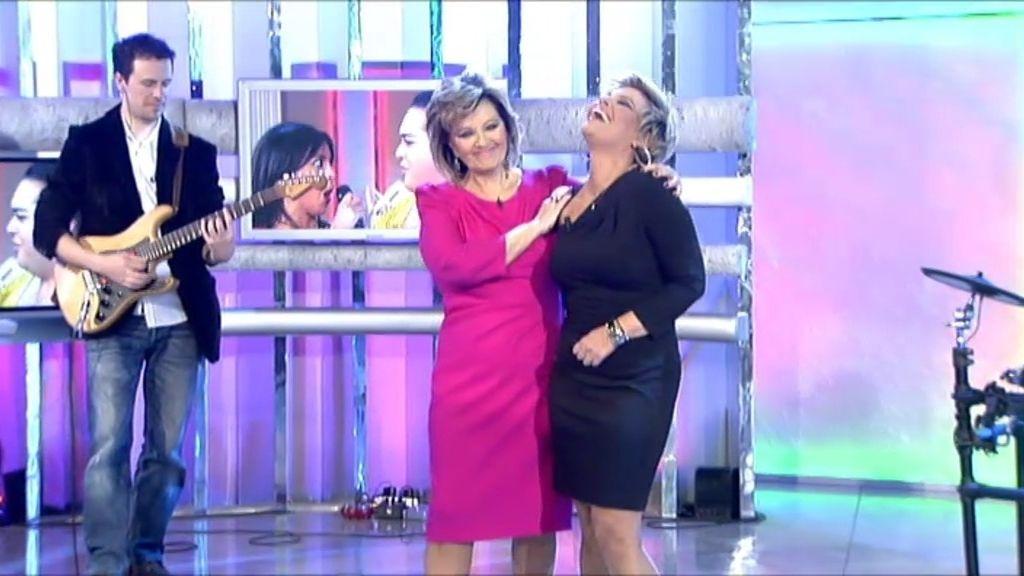 ¡Mª Teresa y Terelu cantan juntas!