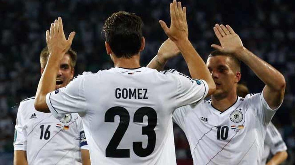 Mario Gómez noquea a los holandeses