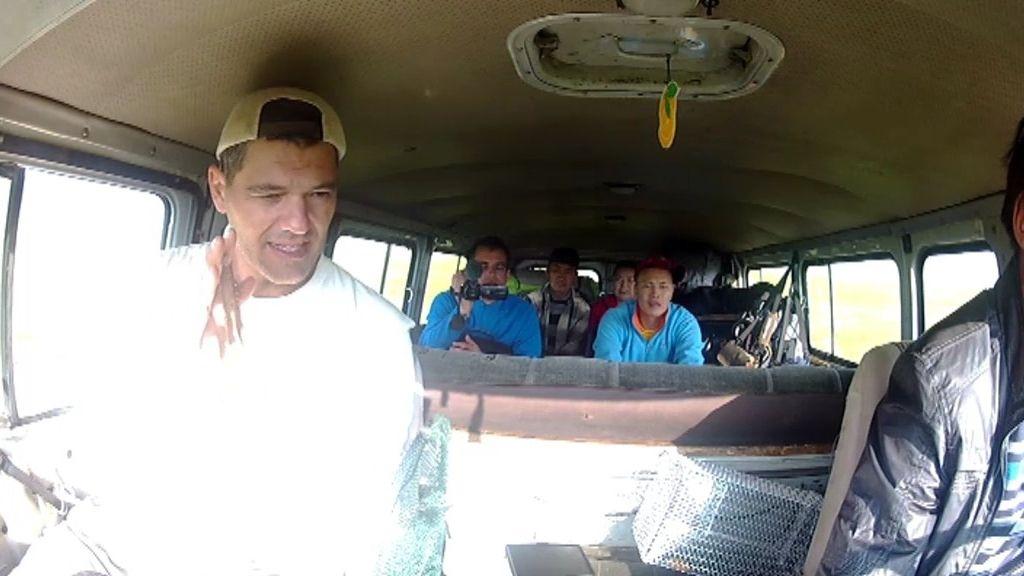 'Tirados' con la furgoneta en mitad de Mongolia