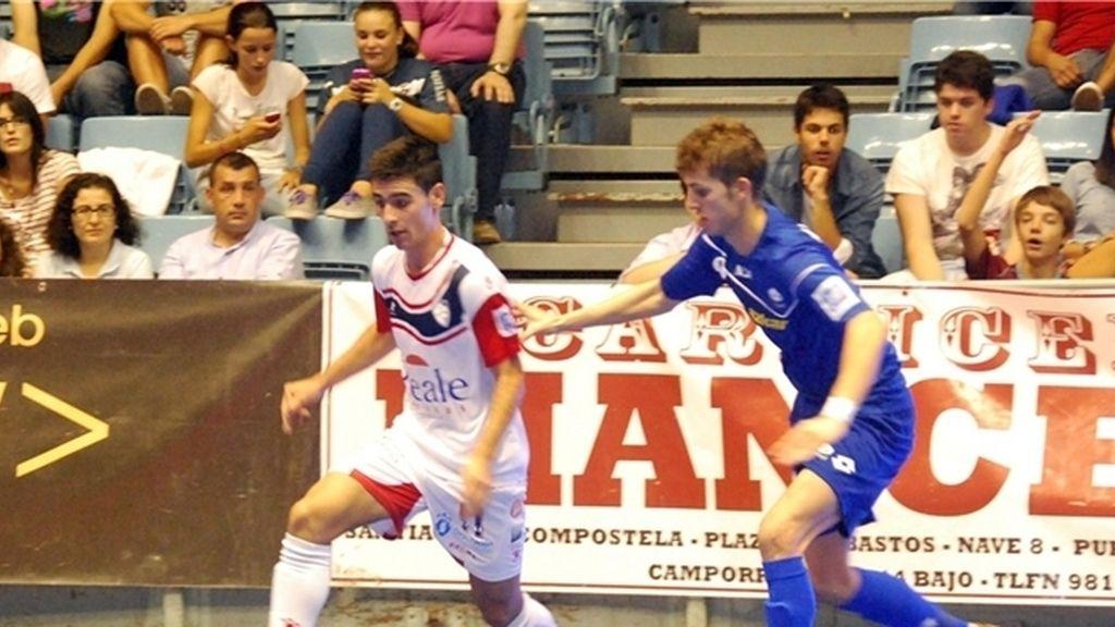 Santiago gana al Azkar en un derbi gallego eléctrico (4-3)