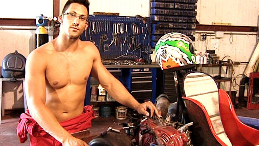 Un mecánico muy sexy