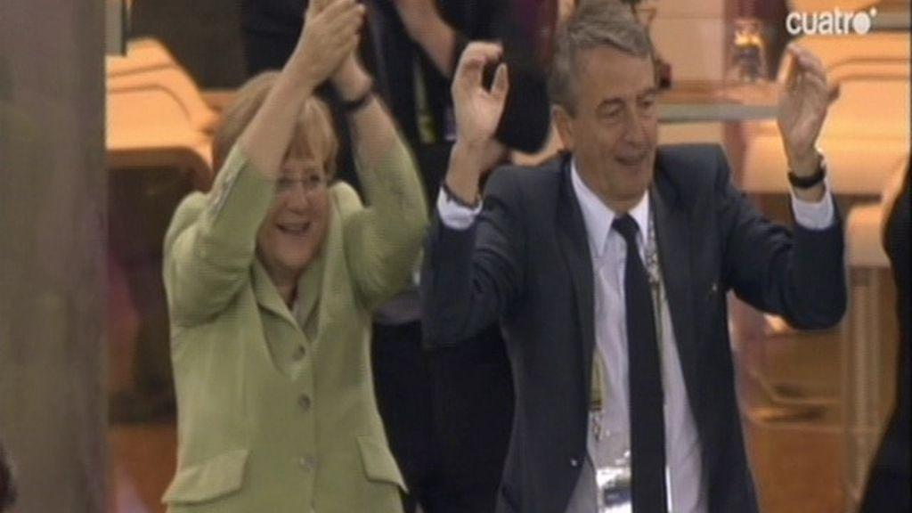 Así celebra Merkel el gol de Kedhira