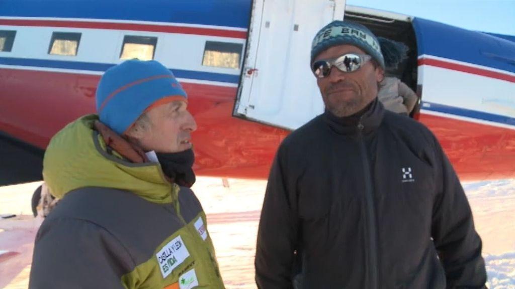 Jesús conoce a Alain Hubert, director de la base belga