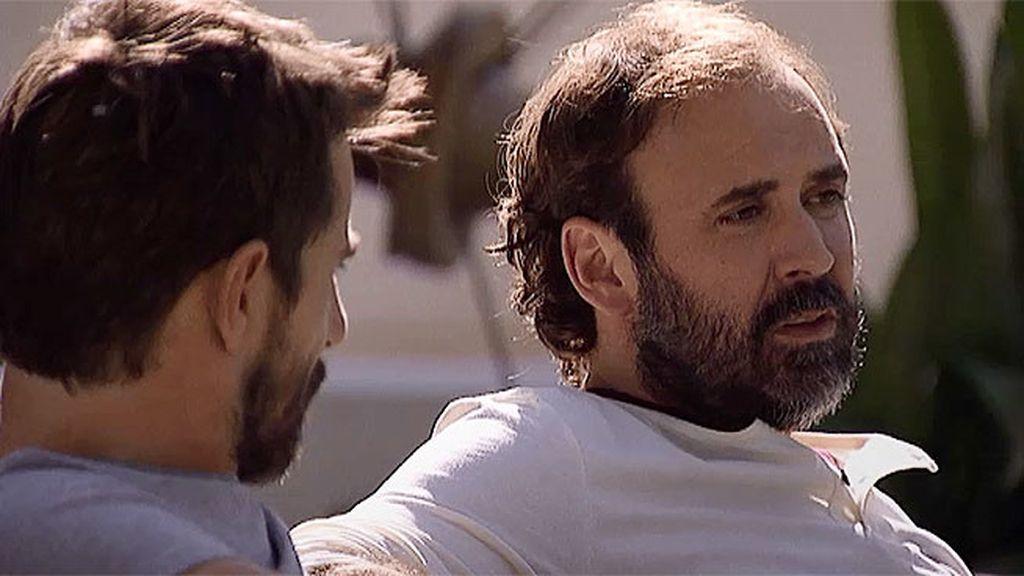 Marcos le cuenta a Pablo que la mujer de Fabián murió en un accidente en la nieve