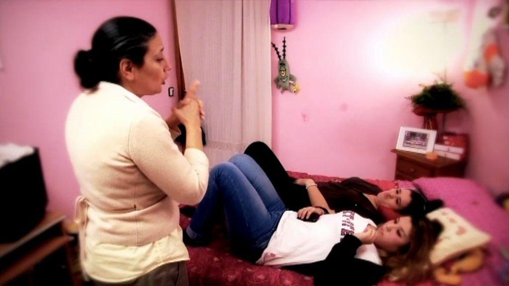 """La hija de Carina se burla de Azucena con canciones """"guarras"""""""