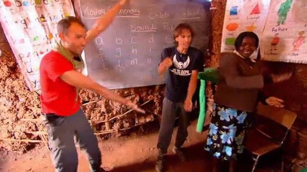 Chinto y Pablo, en el colegio de Kiberia