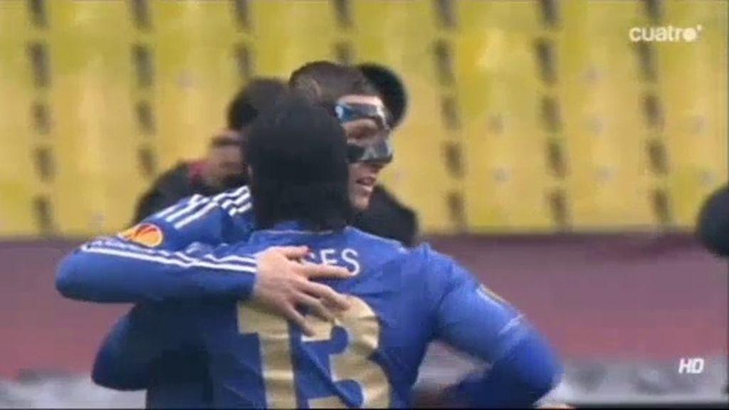 Torres adelanta al Chelsea en Rusia