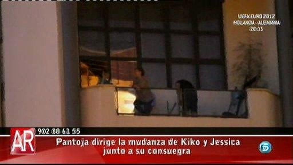 Isabel Pantoja supervisa la mudanza de Kiko y Jessica