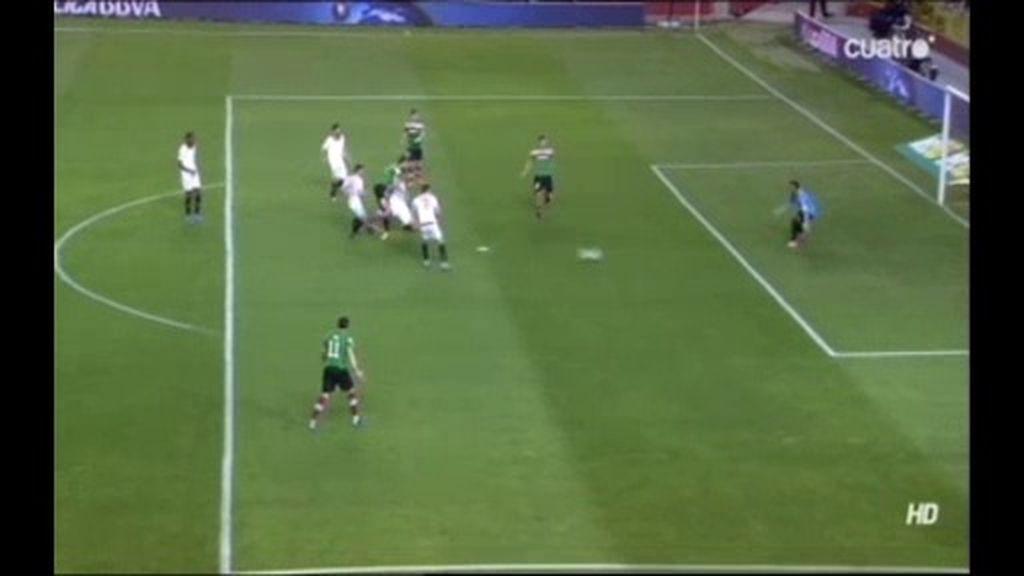A Llorente se le escapó el gol por muy poco