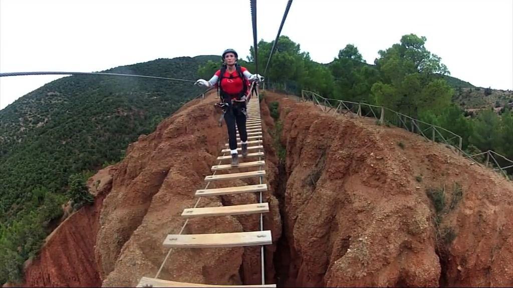 Avance: Vértigo extremo cruzando un puente colgante