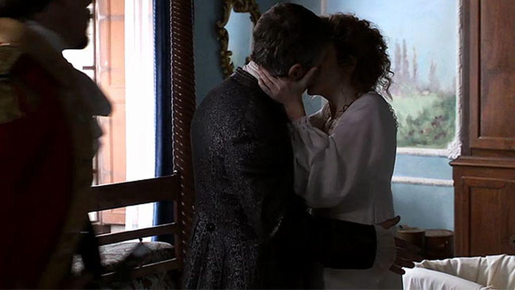 Blanca besa a Falcón