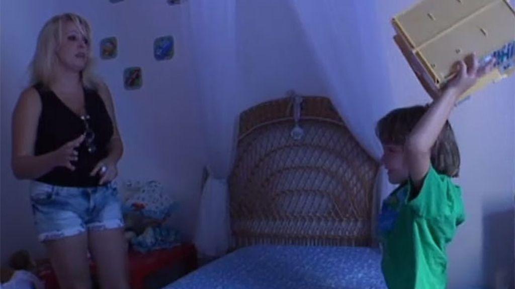 Miguel destroza su habitación