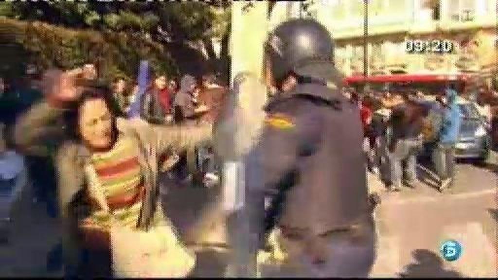 Dura carga policial en Valencia contra los estudiantes que se manifestaban contra los recortes