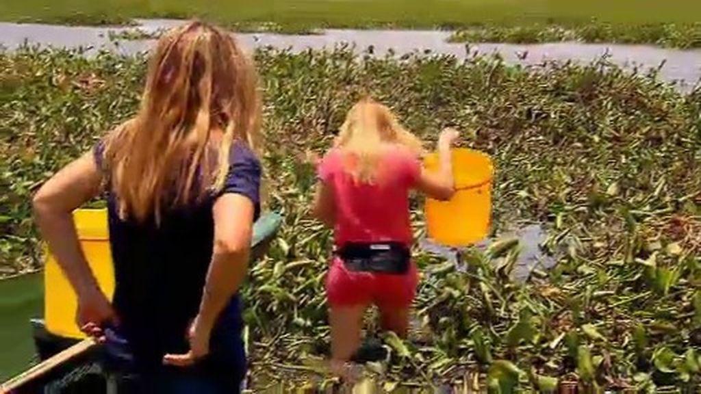 La odisea de María y Sara para recoger agua