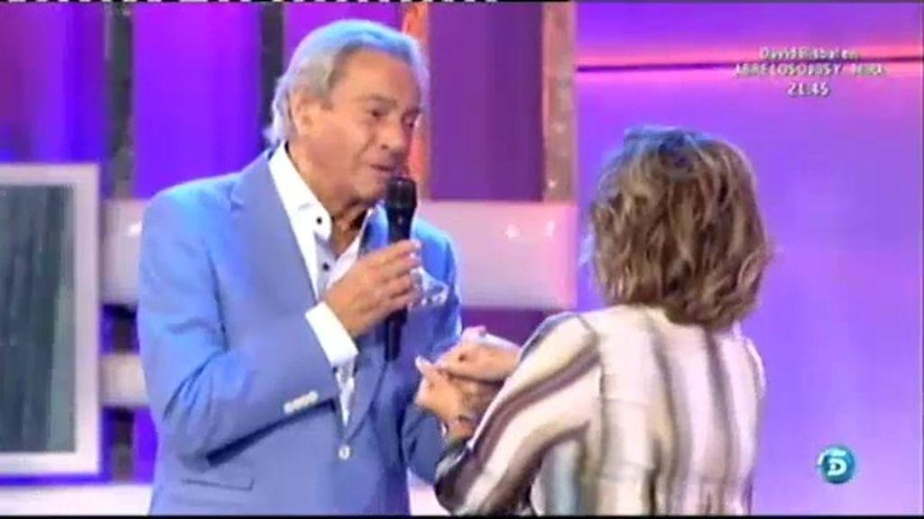 Arturo Fernández sorprende a Mª Teresa