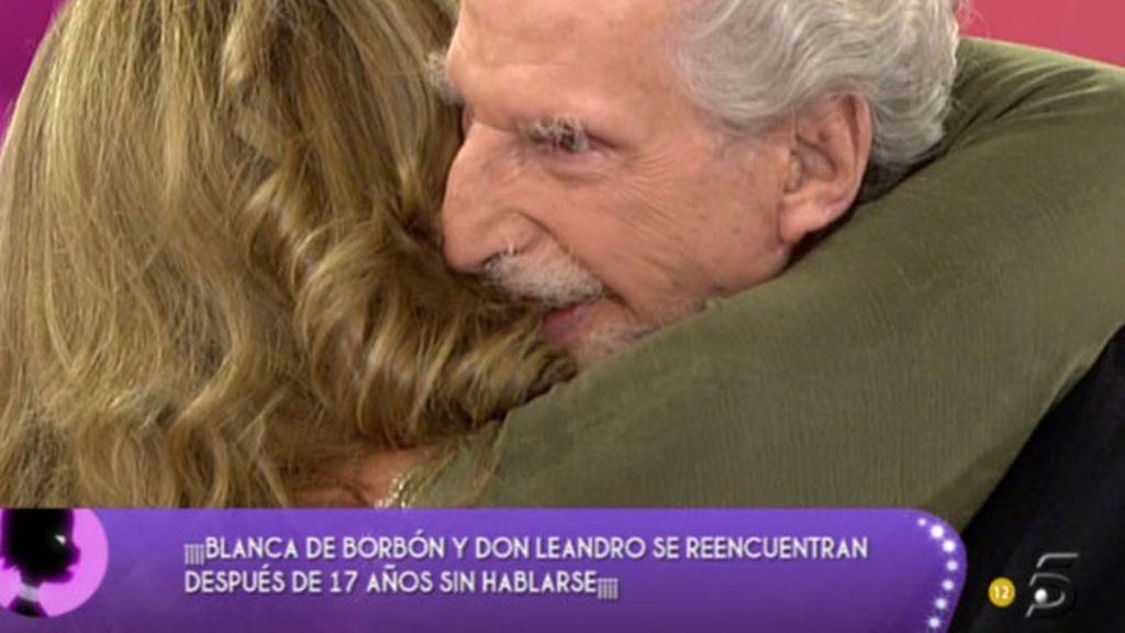 Don Leandro de Borbón y su hija Blanca se abrazan 17 años después