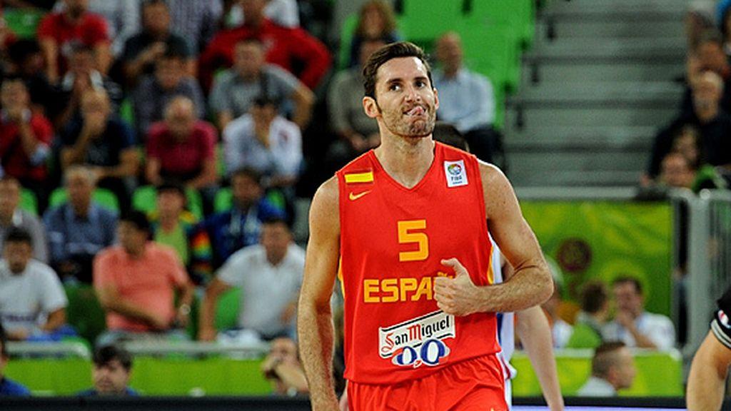 España muestra su versión bicampeona ante Serbia y ya lucha por las medallas (60-90)