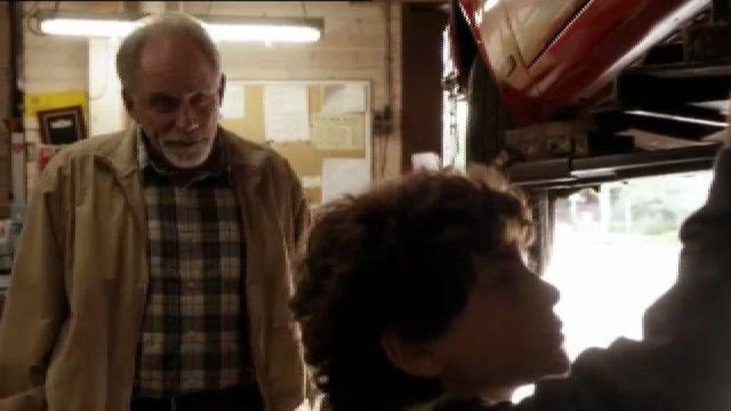 Jake evita el accidente de un antiguo jefe de Martin al descubrir un presunto sabotaje